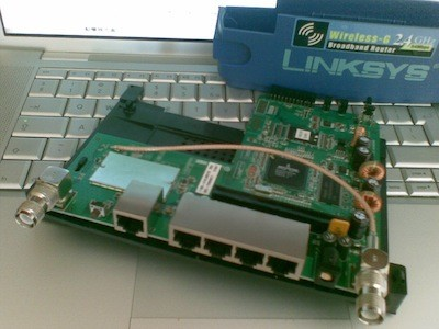 inside linksys wrt54gl